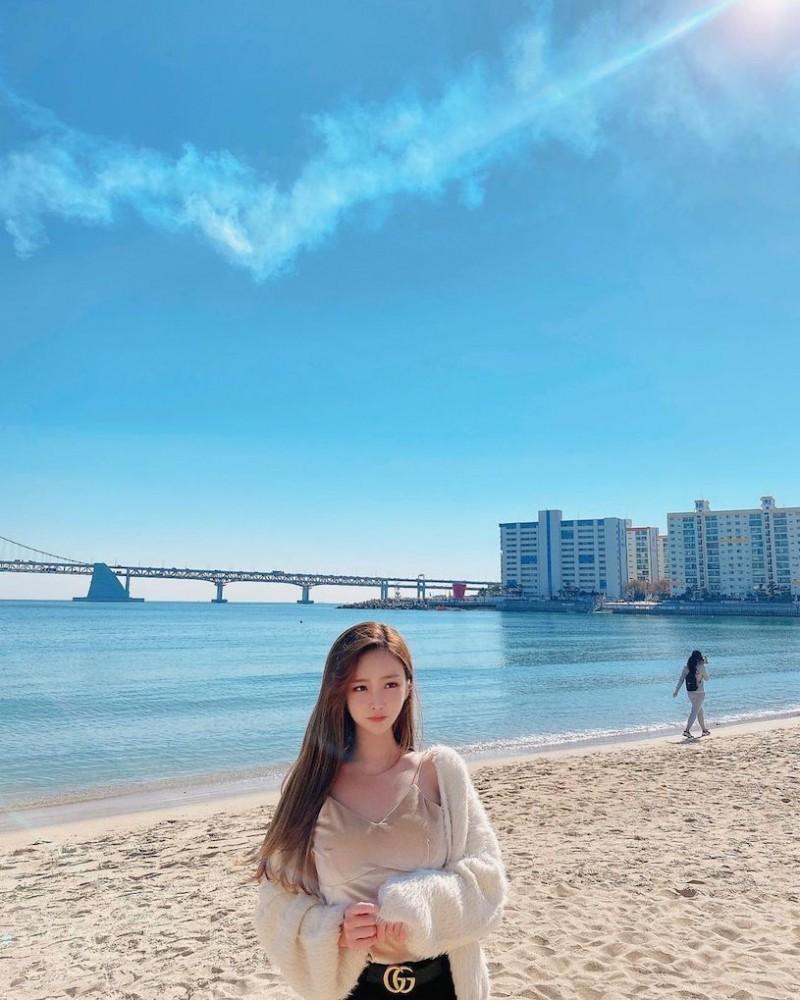 【波多野结衣】爱穿蓝色紧身衣的「火辣童颜妹」,过生日时转换「性感成熟风」!